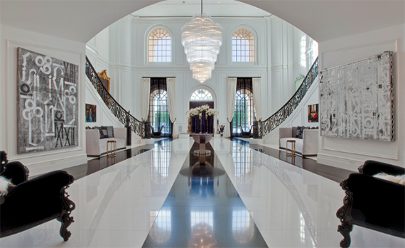 The renovated foyer of the Spelling mansion at 594 South Mapleton Drive (Credit: Hilton & Hyland)