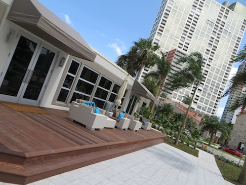 Miami s brickellhouse project opens sales gallery on for Achat maison miami