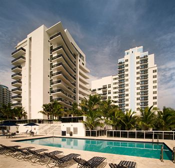 Churchill suites crown miami beach trades for 85m for Achat maison miami