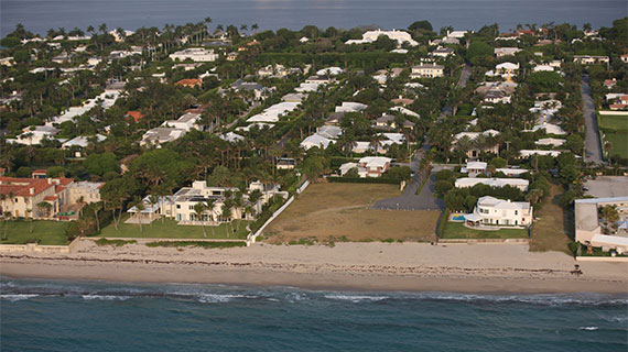 An aerial shot of Ocean Lane showing the vacant lots (Credit: Palm Beach Daily News)