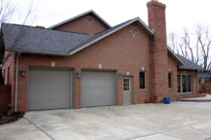 Study shows most listed homes have two-car garages.