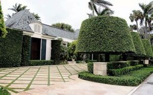 200 Algoma Road in Palm Beach (Credit: Meghan McCarthy for the Palm Beach Daily News)