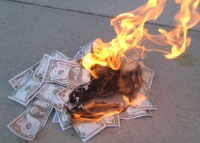 Prosecutors charged the CFO of defunct Cay Clubs with burning 1,400 investors.