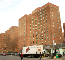 Stuy town tenants warn rent settlement not likely in 2010 for Stuyvesant town peter cooper village