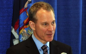 NY Attorney General Schneiderman Warns Against Craigslist Rental Scams!!