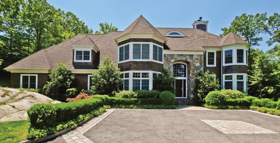 Nyc suburbs long island maggie keats for Mansions in new york for sale