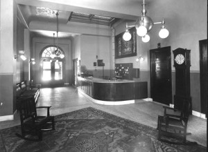 The lobby of the Trowmart Inn in 1906, featuring stained glass paneling, Mission Oak furniture and brass-and-milk-glass lighting fixtures