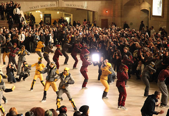 Moncler-Flash-mob