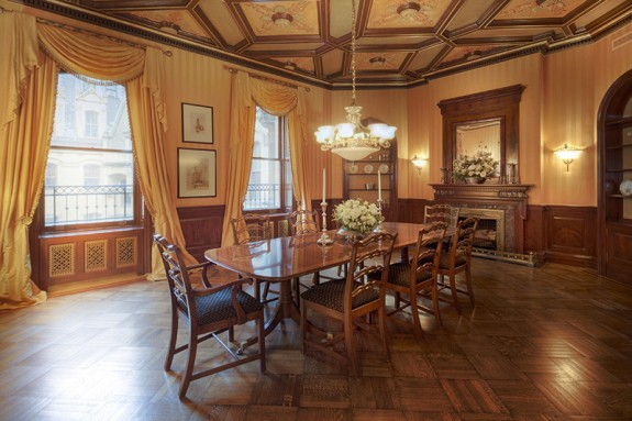 The dakota nyc central park west apartments for Dakota building nyc apartments for sale