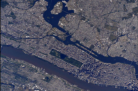 The view of Manhattan from outer space (Credit: Scott Kelly/Twitter)