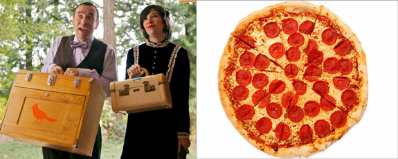 "Fred Armisen and Carrie Brownstein of ""Portlandia"" and a pizza"