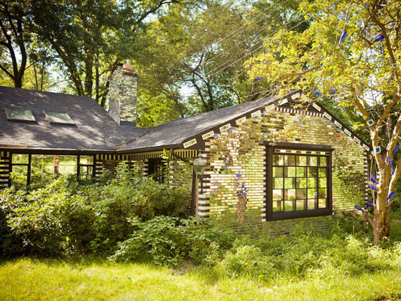 we-end-our-mirror-house-tour-in-the-fox-chapel-suburb-of-pittsburgh-pennsylvania-where-this-mosaic-style-mirror-house-which-belongs-to-an-artist-has-become-a-five-star-rated-airbnb-sensation