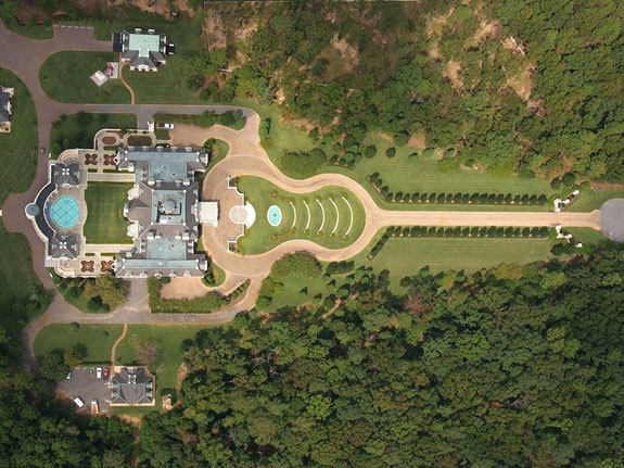 house-says-the-driveway-was-inspired-by-andrew-jacksons-home-the-hermitage-in-nashville-tennessee
