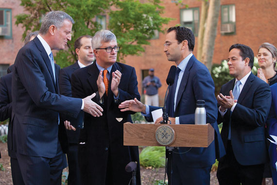 Mayor de Blasio (left) and Jonathan Gray (right) of Blackstone announced the $5.3 billion Stuy Town deal at a press conference in October.