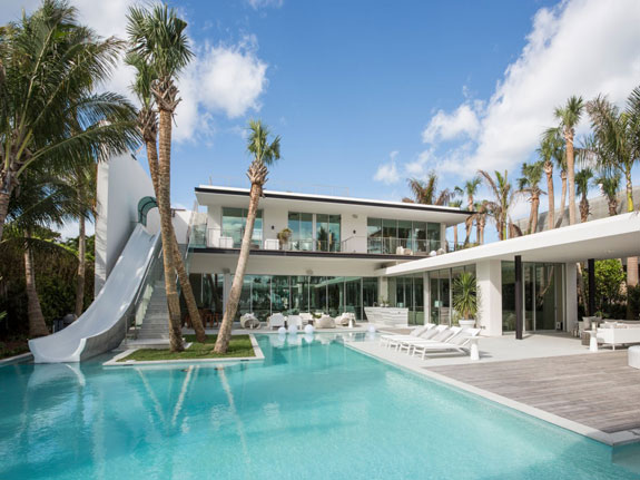 in-the-heart-bedrooms-in-its-13500-square-feet-and-it-also-has-100-feet-of-water-frontage-onto-