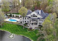 Black Point Manor in Lake Geneva lists for $8.5 million (Credit: Redfin)