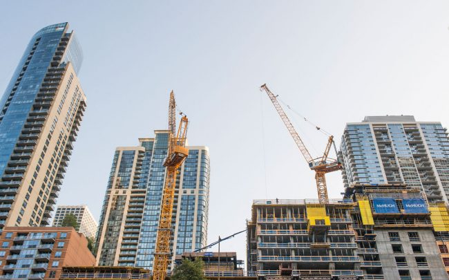 Construction cranes in downtown Chicago (Credit: iStock)
