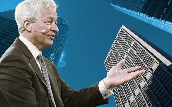 JPMorgan Chase CEO Jamie Dimon with the Chicago Chase Tower (Getty)