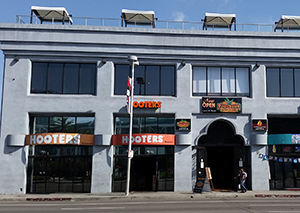 Hooters Los Angeles