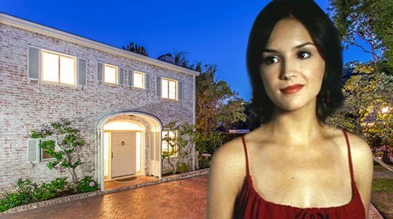 "Rachael Leigh Cook as Laney in ""She's All That"" and the actress' home in Hollywood Hills West (Credit: Trulia, Miramax Films)"