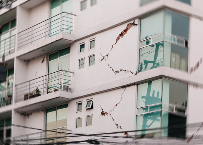 Landlords in L.A. have been retrofitting vulnerable apartments to protect them against earthquakes (Credit: iStock)