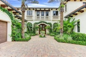 Mansion at 104 Via Palacio in Palm Beach Gardens.