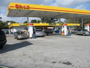 The Shell gas station near West Miami
