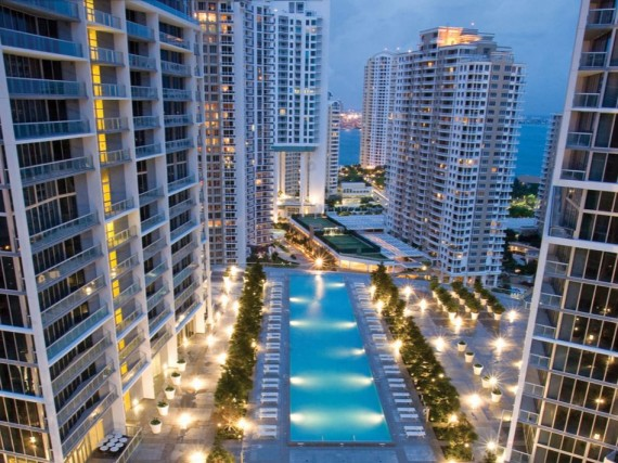 The Icon Brickell pool deck