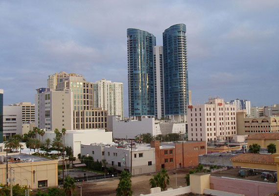 2006 photo of downtown Fort Lauderdale (Credit: Bastique)