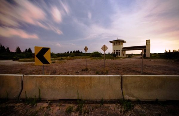 The guardhouse at the stalled Bristol Bay development in Indian River County (Credit: Xavier Macarenas | Treasure Coast Newspapers)