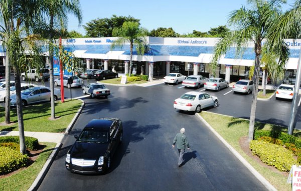 Lincoln Park shopping center at 5859 West Atlantic Avenue west of Delray Beach