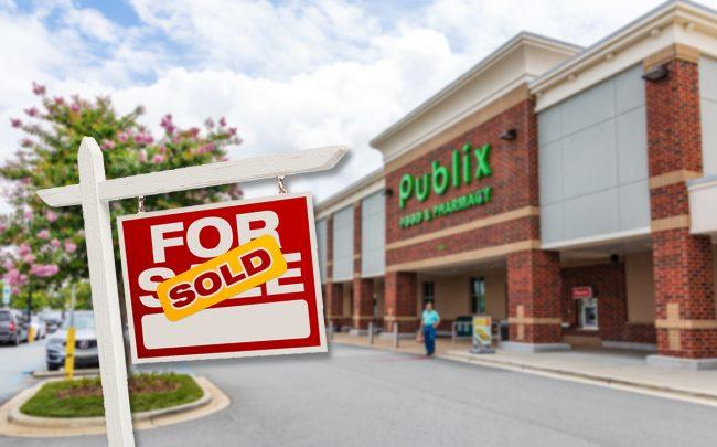 A Publix-anchored shopping center sold (Credit: iStock)