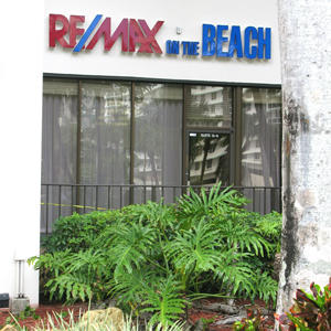 Exterior of RE/MAX on the Beach office