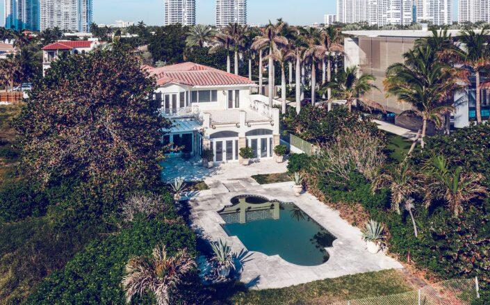 (Brigitte Lina Group with ONE Sotheby's International Realty)