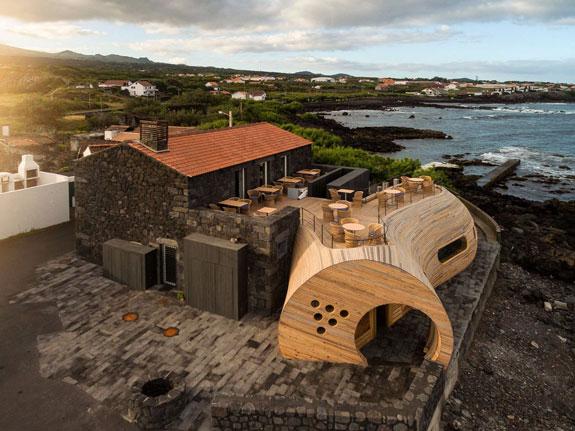Architects: FCC Arquitectura, Paulo Lobo (credit: Fernando Guerra FG+SG)