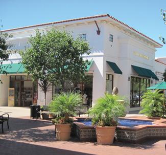Macerich malls like La Cumbre Plaza in California win on location, analysts say.