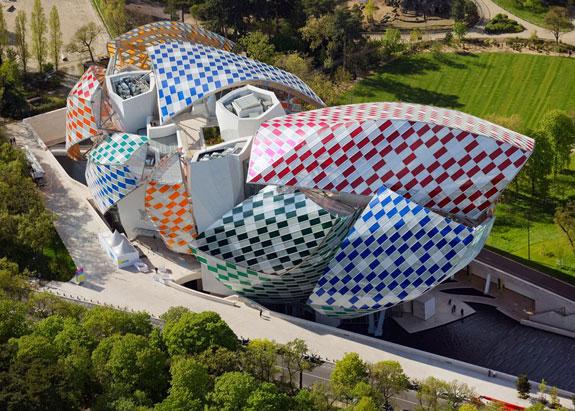 observatory-of-light-fondation-louis-vuitton-multicoloured-installation-daniel-buren-frank-gehry-paris-france-glass_dezeen_1568_14