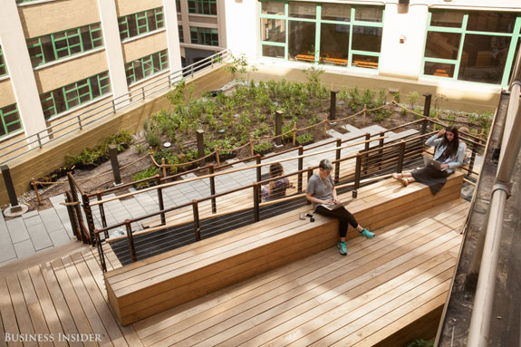 outdoor-courtyards-are-available-for-employees-to-enjoy-the-sunshine-while-getting-some-work-done