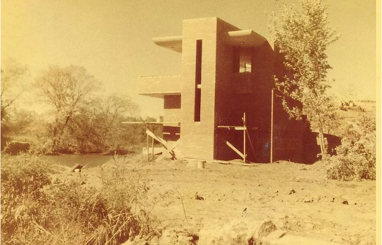 A 1949 image of the Frank Lloyd Wright-designed Cedar Rock River Pavilion
