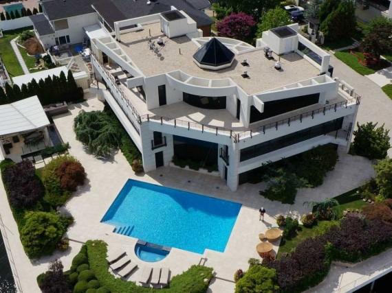 Mill Basin mansion at 2458 National Drive (credit: Corcoran Group)