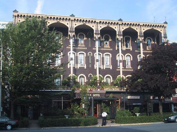 Adelphi hotel saratoga springs toby mild for Saratoga hotel in chicago