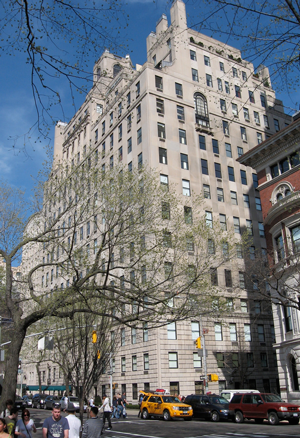 One of Manhattan's most prestigious cooperative apartment buildings, 834 Fifth Avenue is located on the corner of East 64th Street, across from the Central Park Zoo.