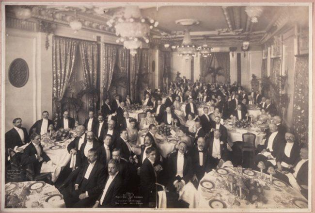Banquet in honor of Arturo Toscanini at The St. Regis, 1908. Image via Wki Commons