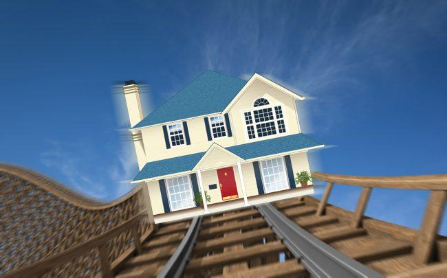 Mortgage application volume fell 5.6 percent from the previous week (Credit: iStock)