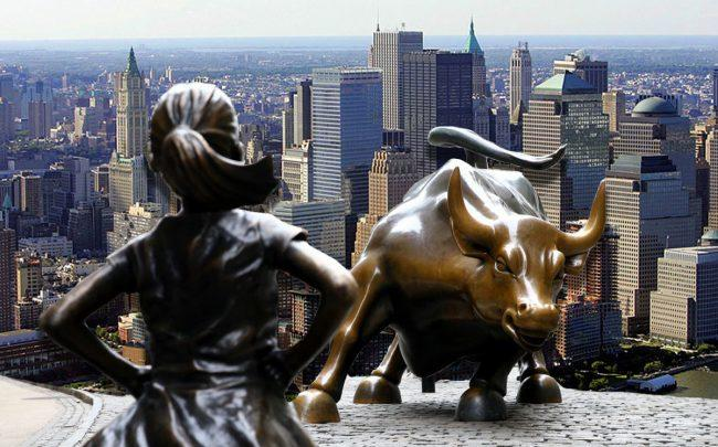 Fearless Girl and Charging Bull statues, and an aerial view of Battery Park (Credit: Getty Images)