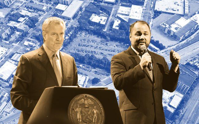 Mayor Bill de Blasio and City Council Speaker Corey Johnson with an aerial of 320 Concord Avenue, the site of the jail project (Credit: Getty Images, Google Maps)