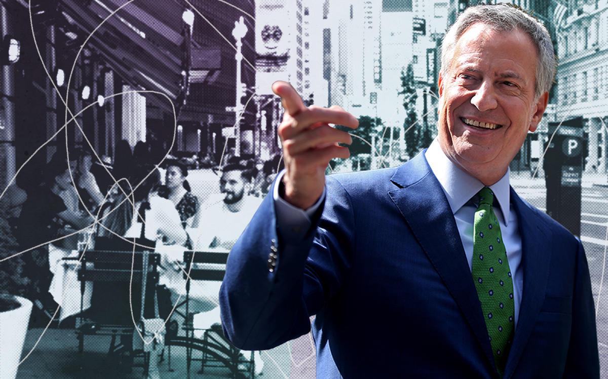 Mayor Bill de Blasio and diners in Midtown Manhattan on June 22, 2020 (Getty)