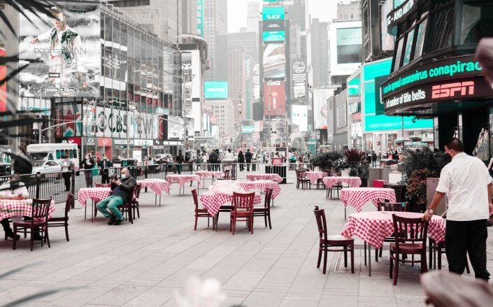 Outdoor dining in Times Square at Tony's Di Napoli (Getty)